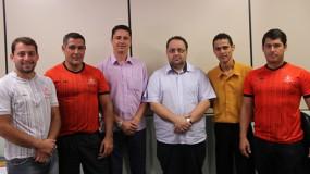 Movimentação fora das quadras. Prefeito de Iguatama, Leonardo Muniz visita a FEEMG.