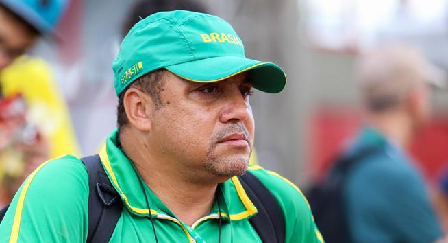 Esporte escolar mineiro está de luto. Professor e treinador Fernando de Oliveira morre aos 54 anos.